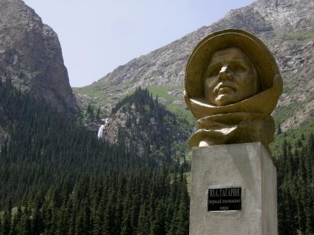 Bust of Yuri Gagarin, Barskoon, 2008