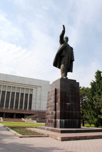 Lenin is behind the Kyrgyz State Museum